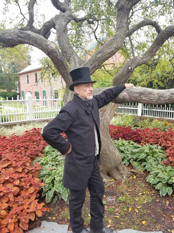 Customer photos wearing [Editors Pick] Who Is That Stately Statue