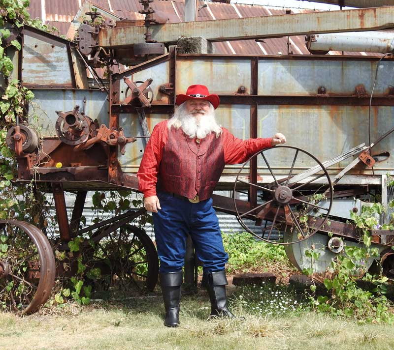 Customer photos wearing [Editors Pick] Who Knew Santa Had A Farm?