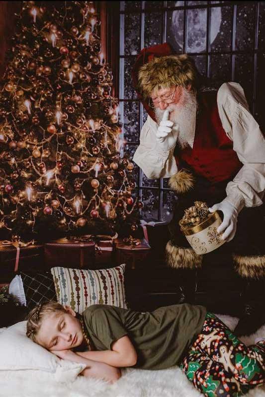 Customer photos wearing [Editors Pick] Father Christmas bringing Good Cheer