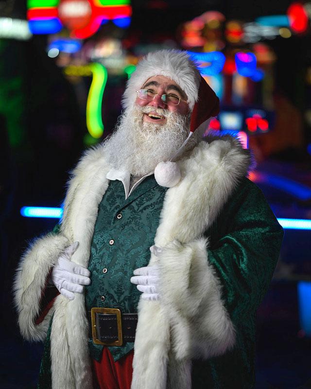 Customer photos wearing [Editors Pick] Santa Claus Is Real!